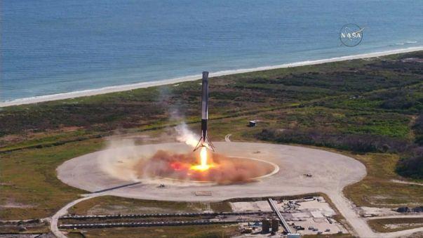 Первая ступень Falcon 9 вернулась на космодром