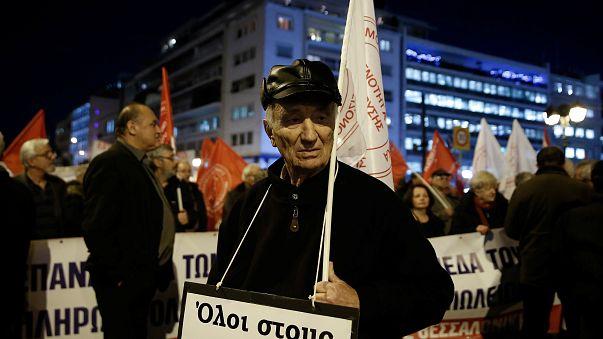 Reformados gregos protestam contra mais um corte nas pensões
