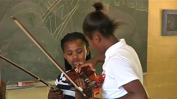 ЮАР: клуб скрипачей как мера безопасности
