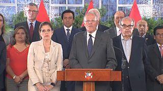 Szorul a hurok a perui elnök körül