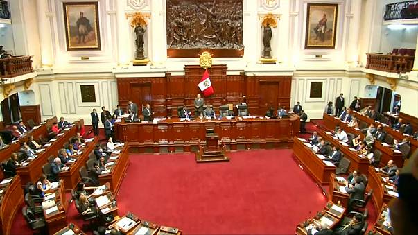 Парламент Перу проголосовал за начало процедуры импичмента президента