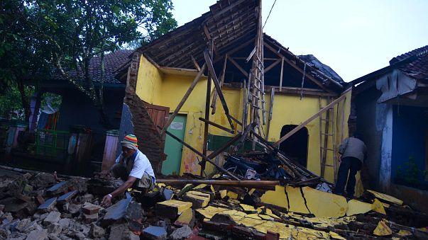 Fort séisme sur l'île de Java