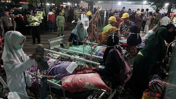 قتلى وجرحى في زلزال يضرب جزيرة جاوة بأندونيسيا