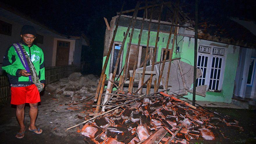 Endonezya şiddetli depremle sarsıldı