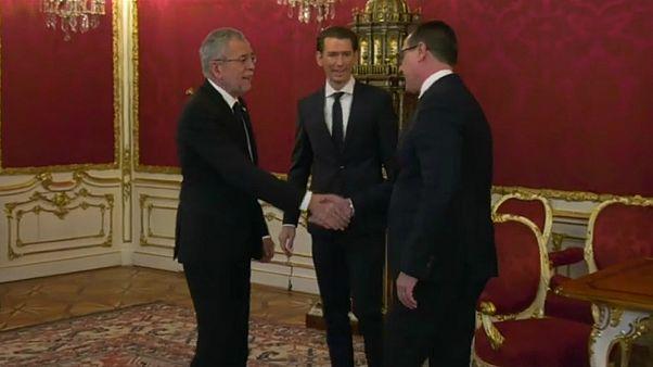 Novo governo austríaco tem luz verde do Presidente