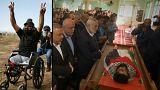 """آلاف الفلسطينيين يودعون جثمان ثائر غزة """"إبراهيم أبو ثريا"""""""