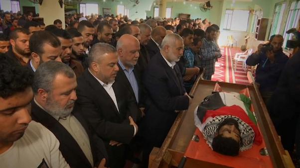 Líder do Hamas, Ismail Haniyeh, no funeral de Ibrahim Abu Thuraya, Gaza.