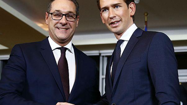 Αυστρία: Στοπ στην παράνομη μετανάστευση, «μαχαίρι» στα επιδόματα
