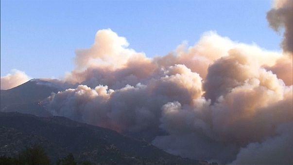 Лесной пожар приближается к Санта-Барбаре