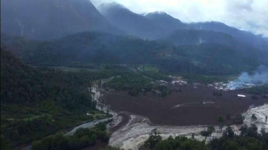 Stato di emergenza in Cile per una frana