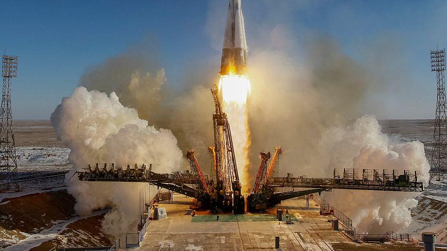 Soyuz deixa o planeta Terra