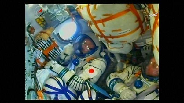 La nave Soyuz y sus tres tripulantes, rumbo a la EEI