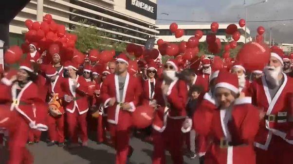 Carrera de Papás y Mamás Noel en Atenas por una buena causa
