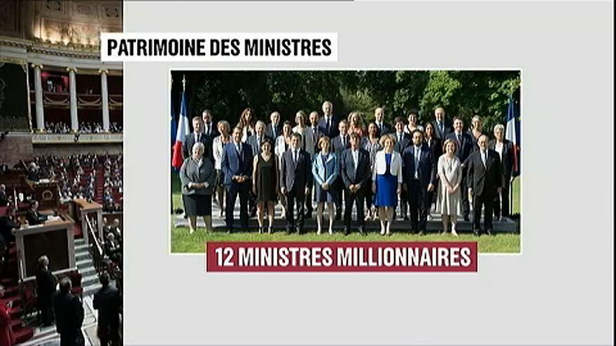 12 milliomos ül a francia kormányban