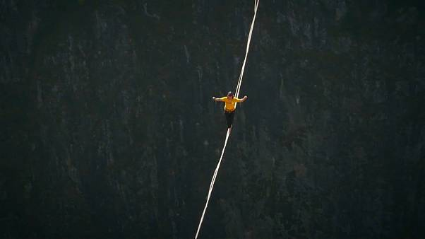 New record set in slacklining event in China