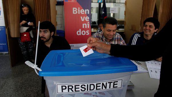 Si vota in Cile, Guillier sfida il favorito Piñera, con un asso nella manica