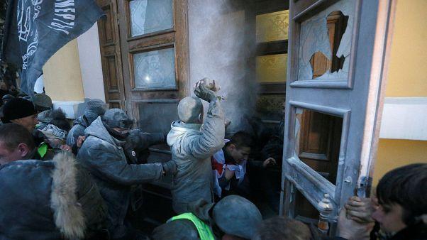 Saakashvili: lotta alla corruzione (tra i lacrimogeni)