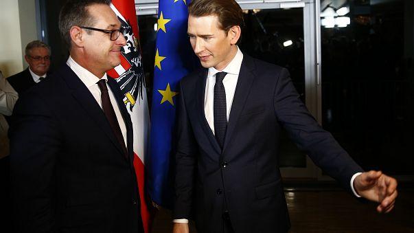 Direita e extrema-direita no poder em Viena prometem luta contra imigração