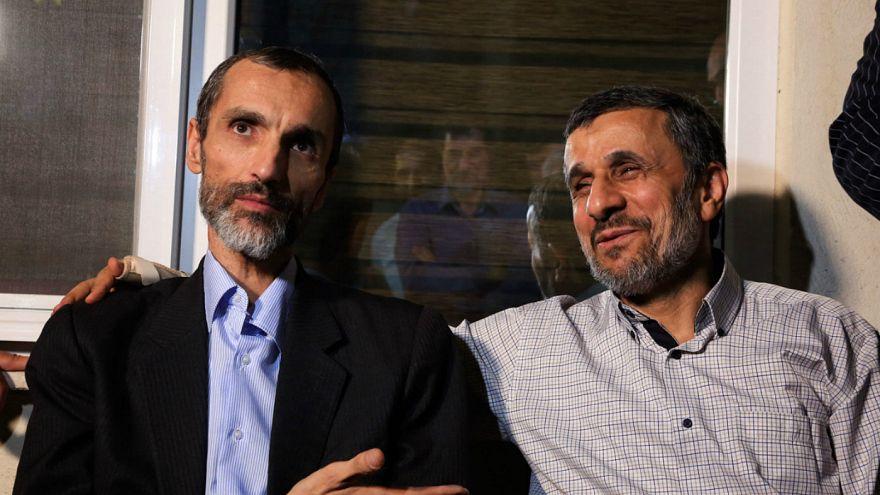 محمود احمدی نژاد در کنار حمید بقایی پس از آزادی از زندان