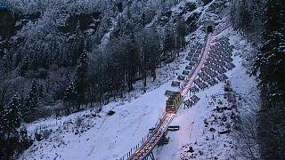 El funicular más empinado del mundo se inaugura en Suiza