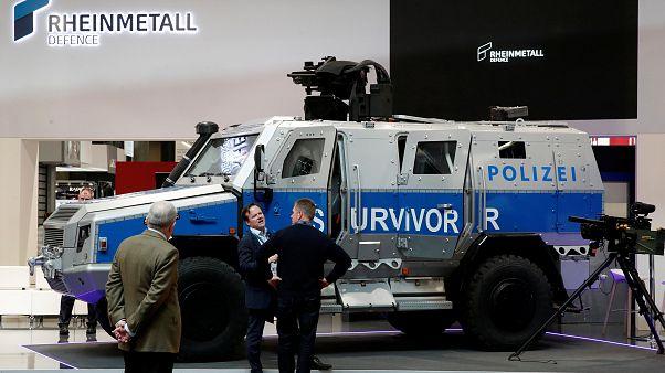 """""""Rechte Stickerei"""" im Panzersitz? Sachsens Polizei reagiert auf Shitstorm"""