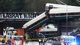 Zsúfolt autópályára zuhant egy vonat Washington államban