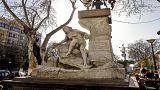 شاهد: تمثال عين الفوارة الشهير يتعرض للتخريب