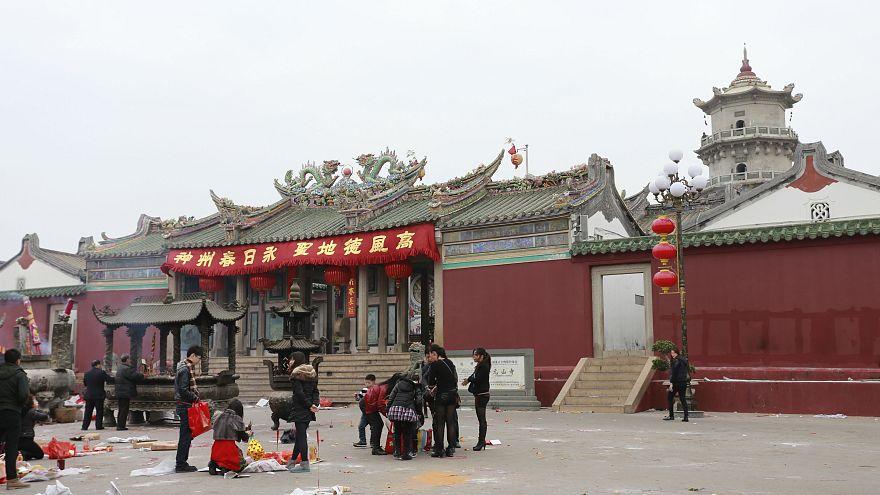 شهر لوفنگ در استان گوانگ دونگ در جنوب جنوب چین واقع شده است