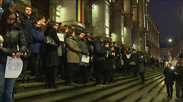 Romanian judges and prosecuters protest over legal reforms