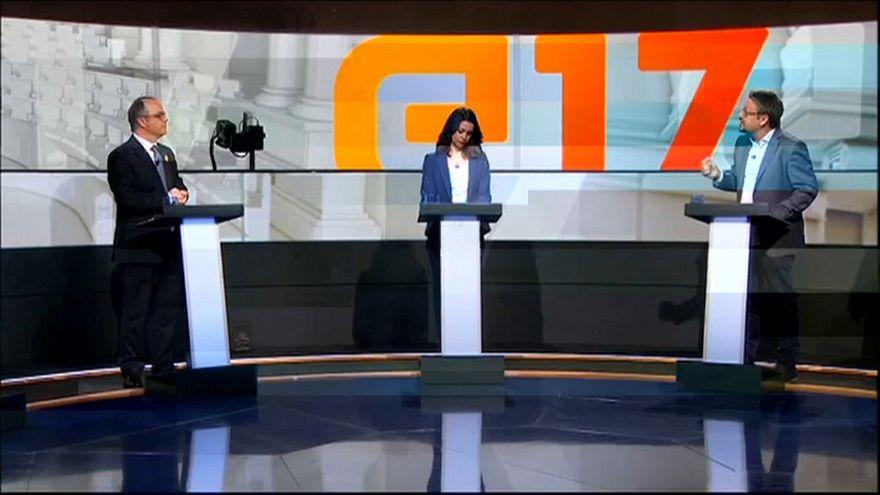 Katalan siyasetçiler canlı yayında kozlarını paylaştı