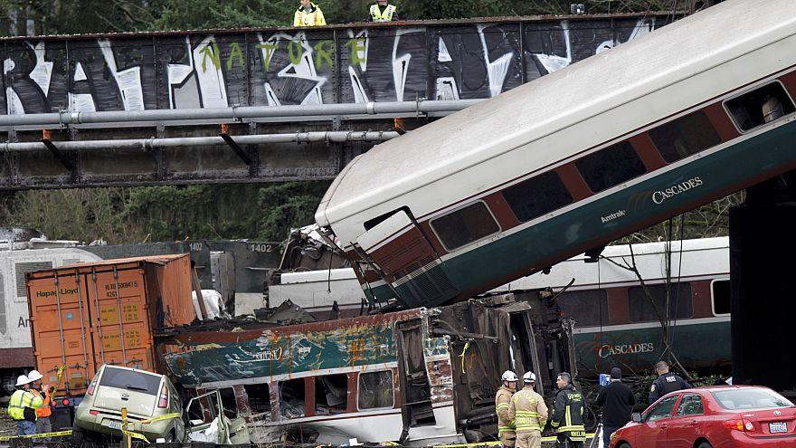 Treno piomba in autostrada: indiziata la velocità