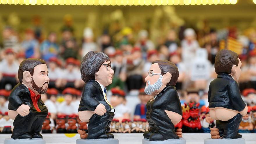Puigdemont takes comfortable lead on defecating figurine sales