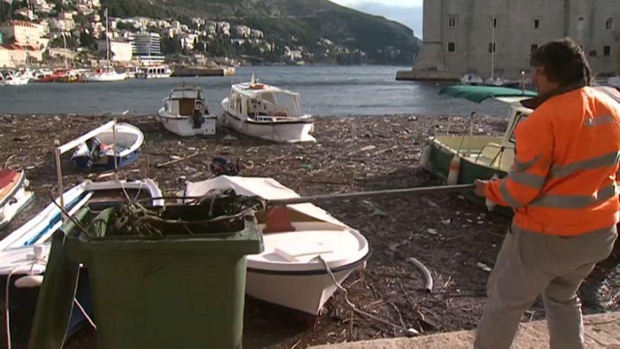Le port de Dubrovnik envahi de déchets