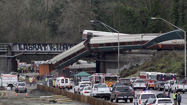 Comboio seguia a alta velocidade antes de descarrilar