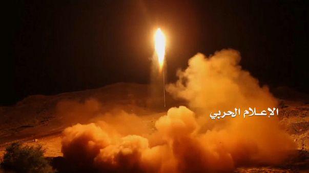 Intercetado em Riade míssil balistico disparado por houthis do Iémen