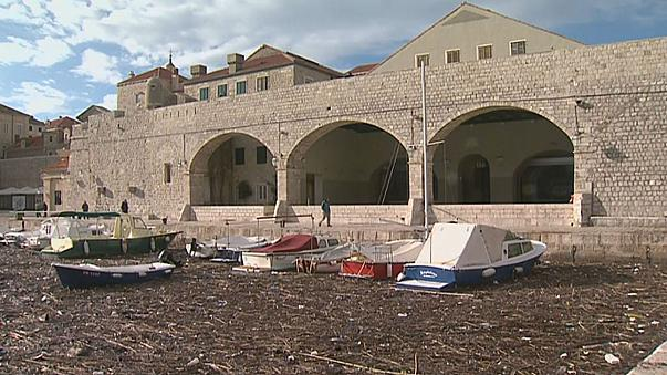 Waves of rubbish wash up in Dubrovnik port