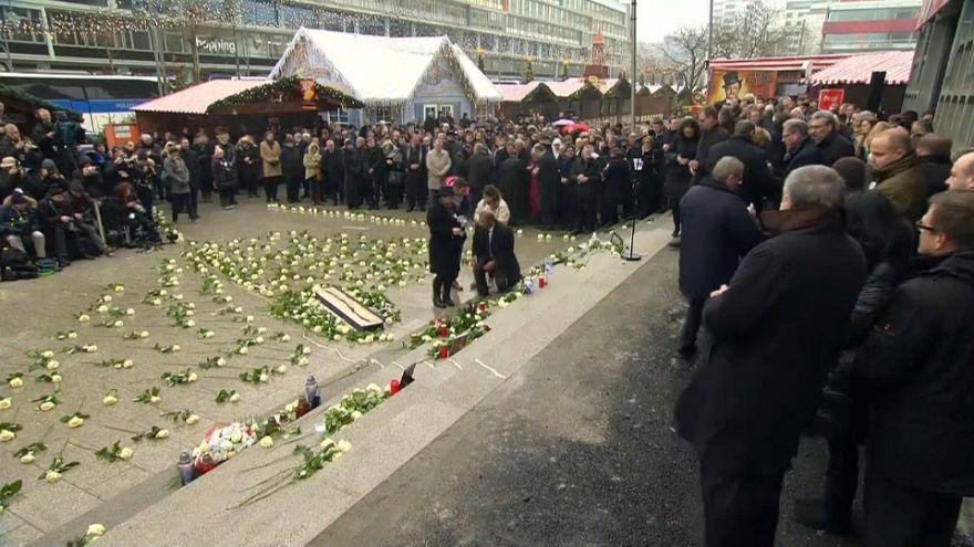 Alemanha: familiares das vítimas encontram Merkel ao fim de 364 dias