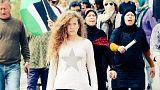 الطفلة الفلسطينية عهد التميمي أثناء مشاركتها في مظاهرة بالضفة الغربية