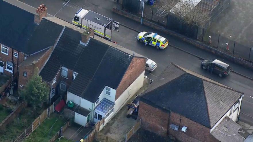 Homes evacuated in UK anti-terror raids