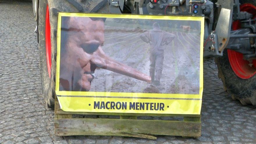 En France, des agriculeurs protestent contre la politique de Macron