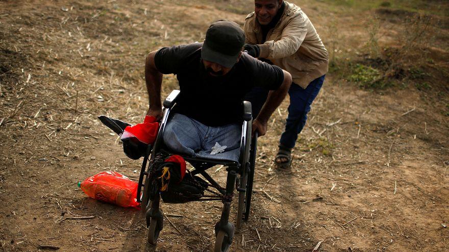 وفق مسعفين الفلسطيني إبراهيم أبو ثريا قتل خلال احتجاجات قرب اسرائيل في غزة