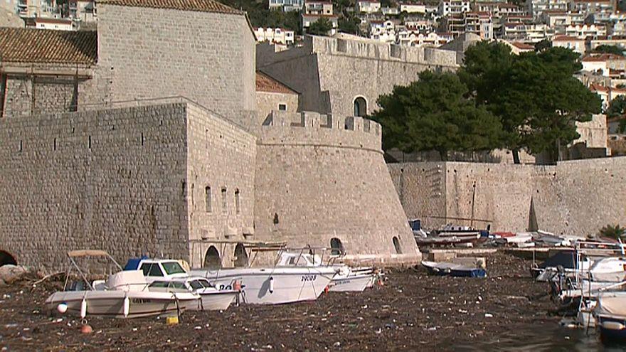 Mar de lixo junto ao Porto de Dubrovnik