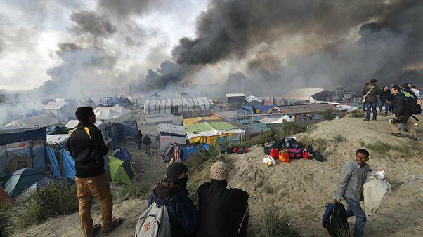 وزیر کشور فرانسه از سیاستهای ضدمهاجرتی دولت دفاع کرد