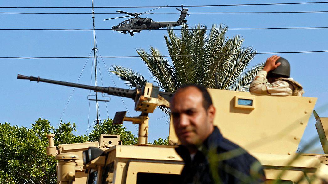مقتل ضابط في هجوم صاروخي على مطار العريش أثناء زيارة لوزيري الدفاع والداخلية