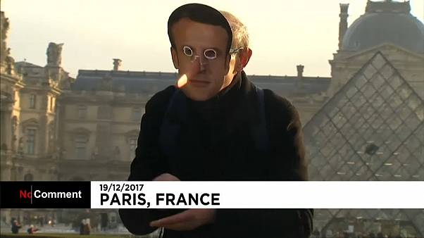 Macron-álarcban, Pinokkió orral tüntettek francia gazdák Párizsban