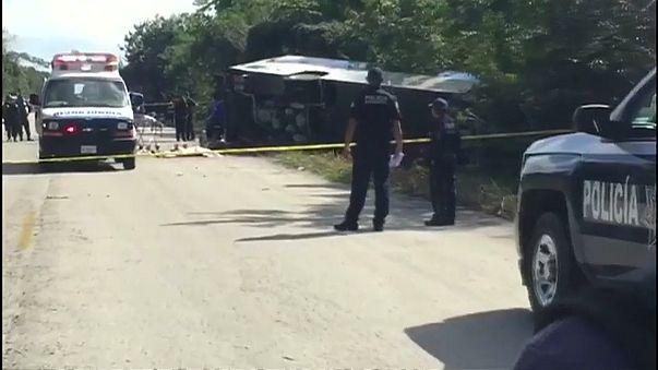 Acidente com autocarro faz 12 mortos e 20 feridos no México