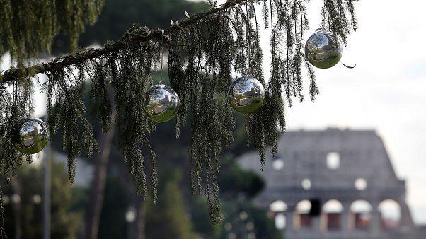 Ρώμη: Ένα χριστουγεννιάτικο δένδρο που μοιάζει με... βούρτσα τουαλέτας!