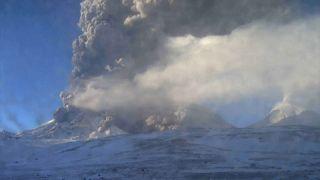 Vulcão russo entra em erupção