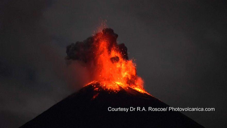 "Vulkan: Spektakuläre Bilder vom Ausbruch des ""Unruhestifters"" in Ecuador"
