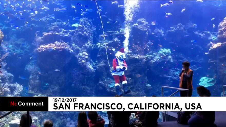Le père Noël californien respire avec un tuba